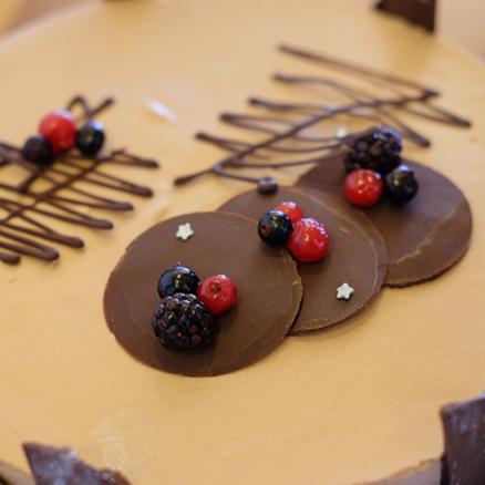 Entremet Chocolat au lait insert fruits rouges